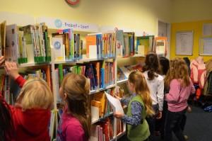 Stöbern in der Bücherhalle